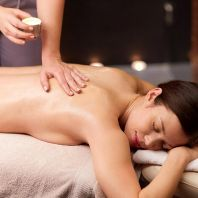 Aromatic warm candle massage
